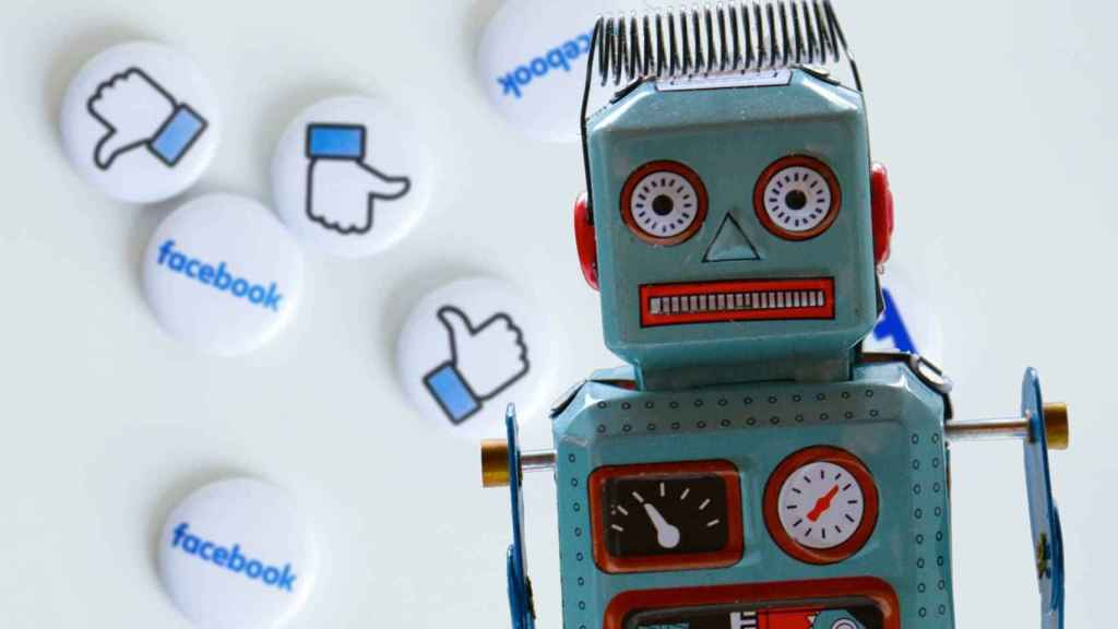 Robot y redes sociales.