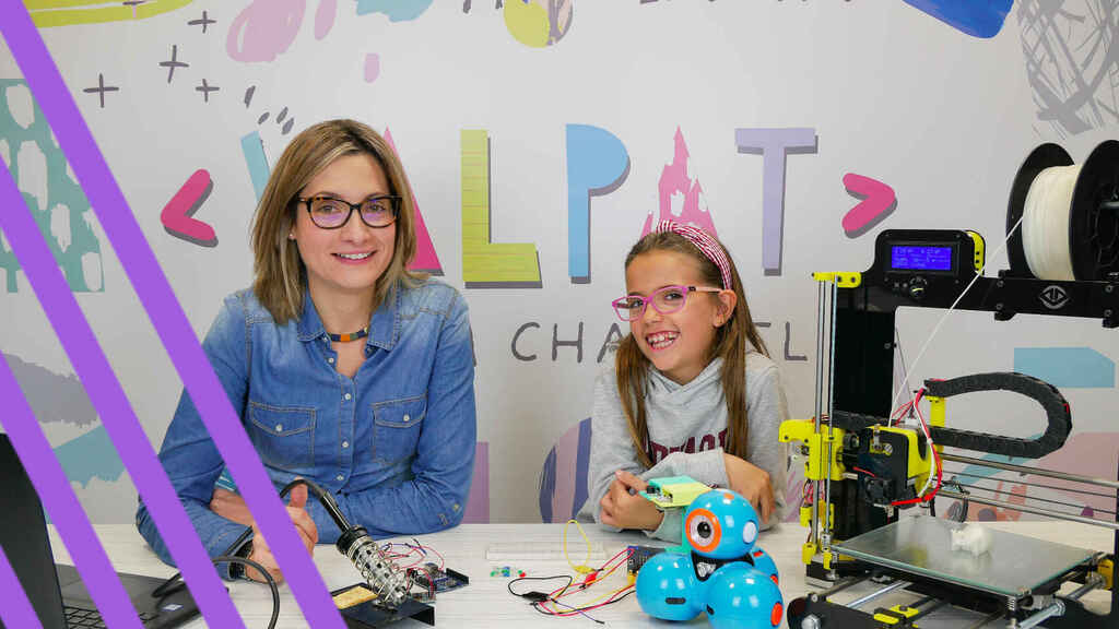 Patricia y Valeria en su canal de Youtube.
