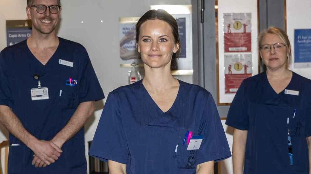 Sofía de Suecia está trabajando como voluntaria en un hospital.