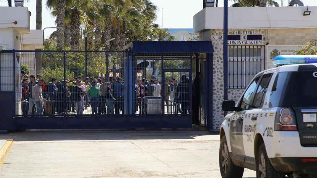 Vista de la entrada del Centro de Estancia Temporal de Inmigrantes (CETI) en Melilla.