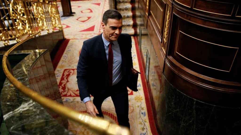 Pedro Sánchez abandona el hemiciclo tras el debate de la tercera prórroga del estado de alarma.
