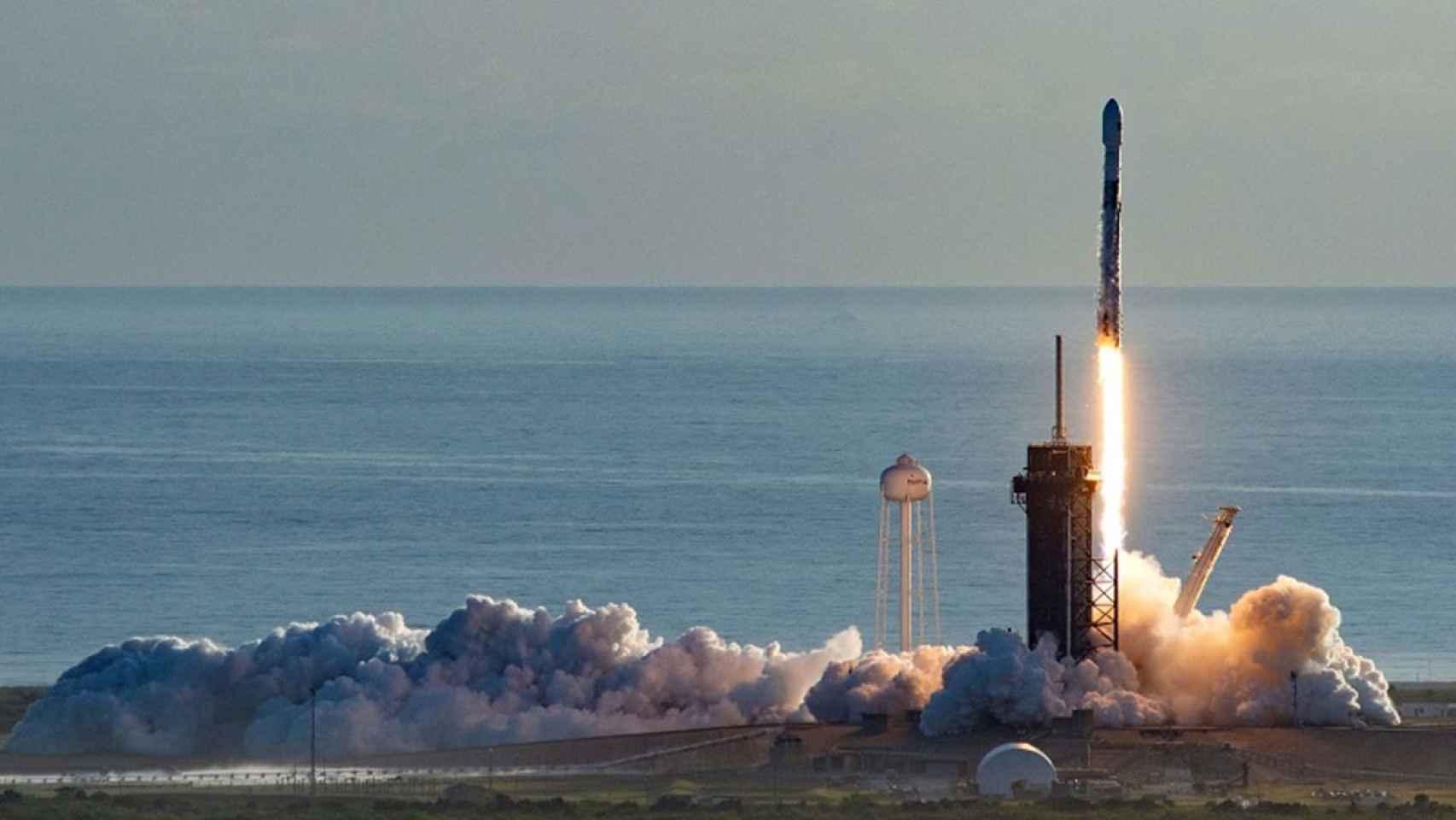 Uno de los lanzamientos del proyecto Starlink de SpaceX, la compañía de Elon Musk.