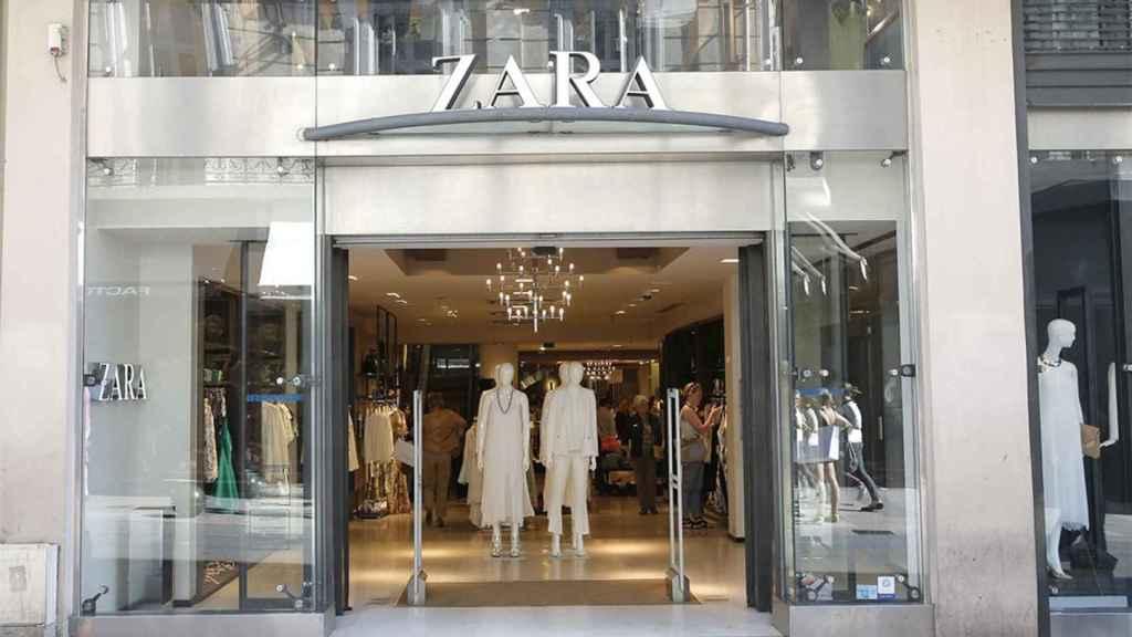 Entrada a una de las tiendas del grupo Inditex.