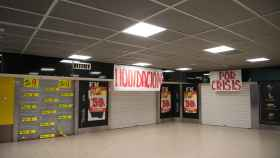 El intercambiador de Avenida América (Madrid) con las tiendas cerradas.