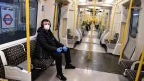 Un vagón del metro de Londres prácticamente vacío
