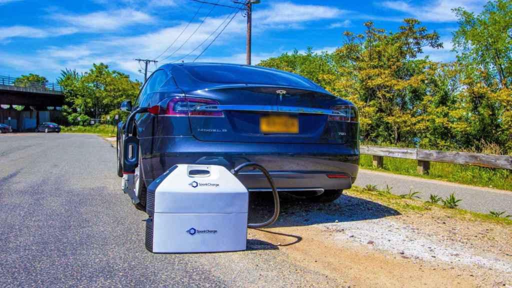 Un cargador portátil que permite ganar kilómetros en nuestro coche eléctrico