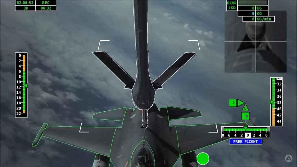 F-16 con el A3R en plena maniobra de reabastecimiento