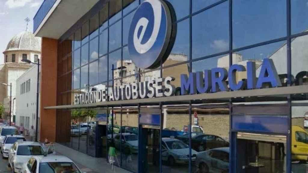 Fachada de la estación de autobús de Murcia donde supuestamente los dos menores fueron vistos este miércoles.