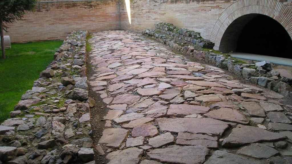 Calzada romana  en el Museo Romano de Mérida.