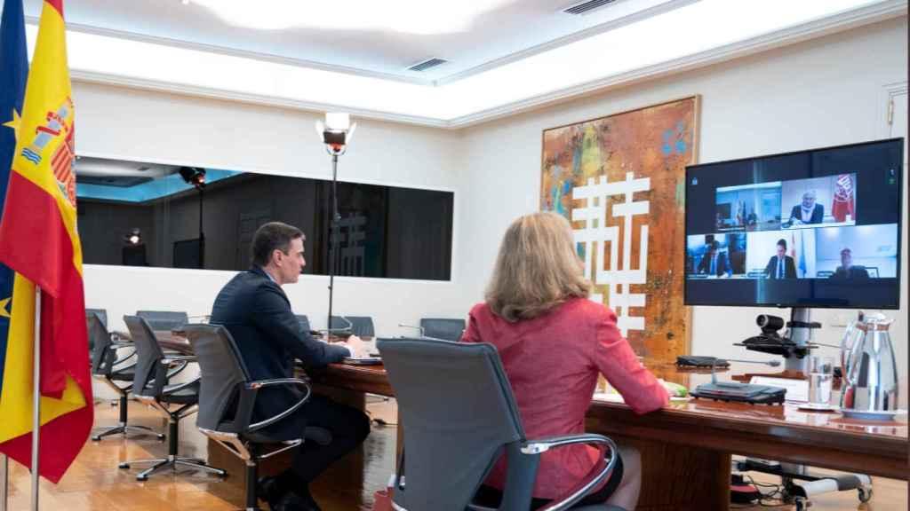 Reunión telemática de los agentes sociales con Pedro Sánchez y Nadia Calviño.