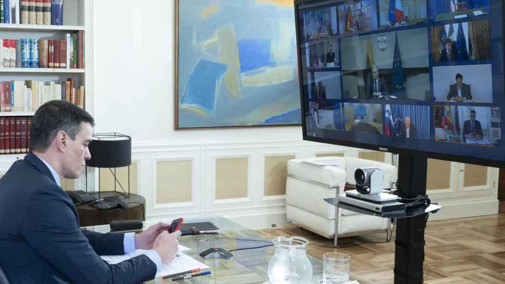 El presidente del Gobierno, Pedro Sánchez, durante la videocumbre de este jueves