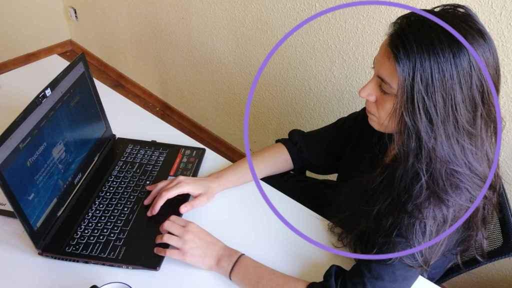 Lucía Tajuelo, trabajando en el algoritmo de Trucksters.