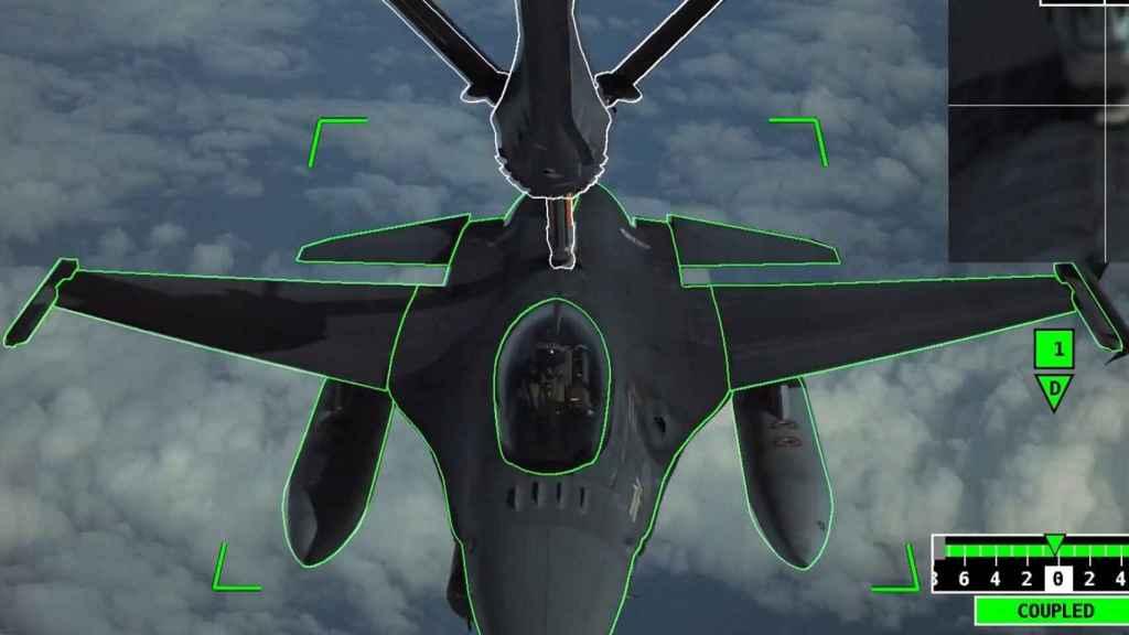 F-16 en reabastecimiento con la tecnología A3R