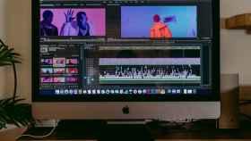 Ordenador editando vídeo.