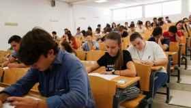 Estudiantes durante un examen de Selectividad el año pasado en la Universidad de Sevilla.