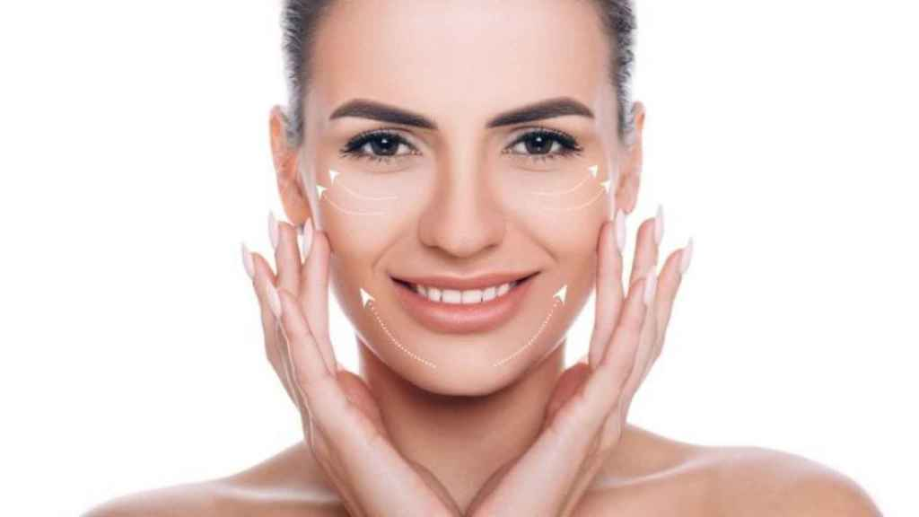 Hacerse un lifting facial casero sin cirugía es muy fácil.