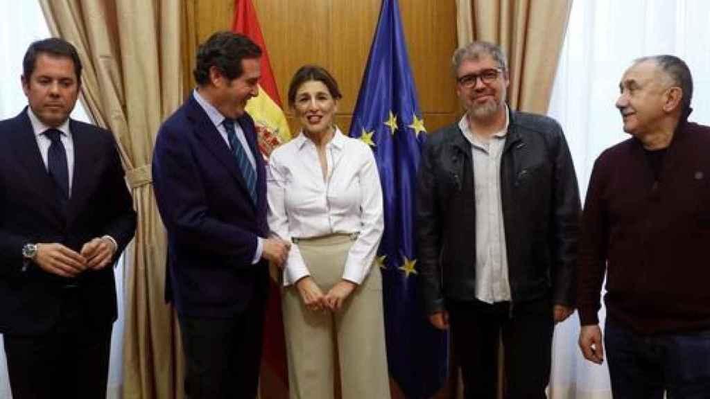 La ministra de Trabajo, Yolanda Díaz, con los agentes sociales.
