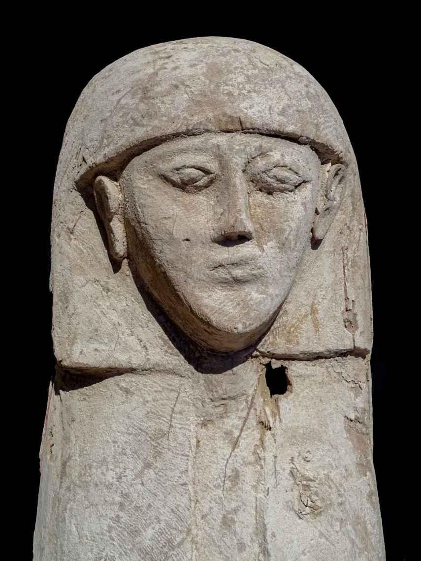 Detalle del ataúd, de una antigüedad de 3.600 años.