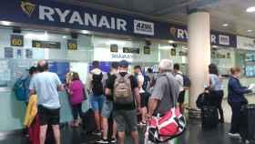 Ryanair traba los reembolsos de vuelos cancelados: qué hacer si solo ofrece bonos
