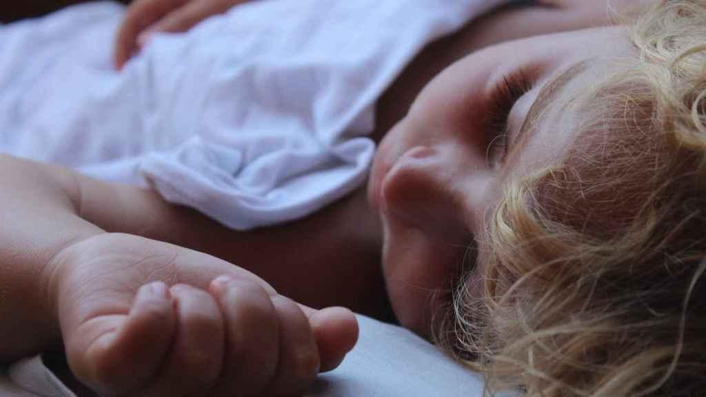 Elimina las manchas amarillas del colchón