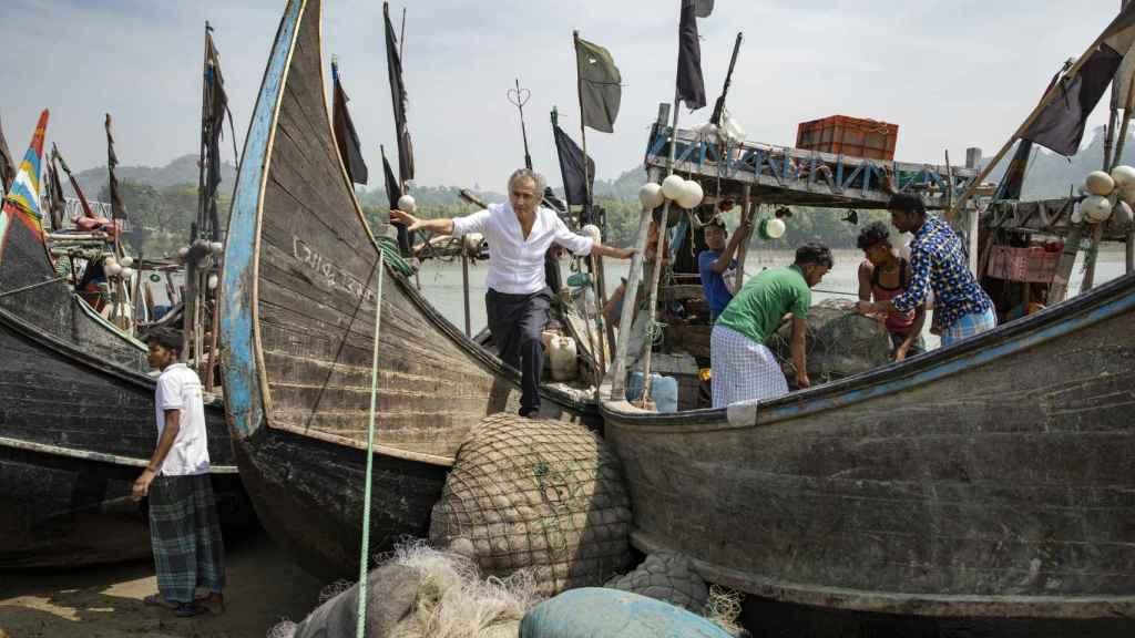 Travesía en barco por el canal Reju de camino del campo de refugiados rohinyá de Kutupalong