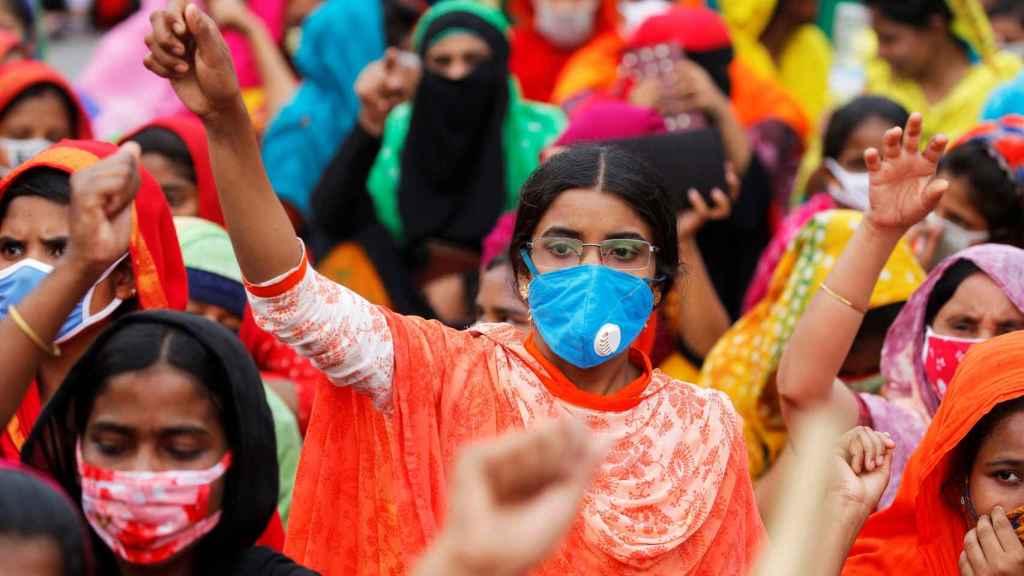 Trabajadoras de la industria textil, durante una reciente manifestación en Daca