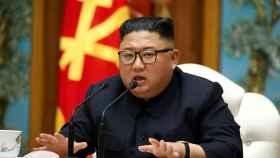 Kim Jong-un habla durante una reunión del comité central del Partido de los Trabajadores de Corea.