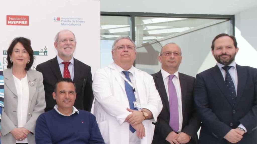 El doctor Jesús Vaquero junto a su equipo de terapia celular.