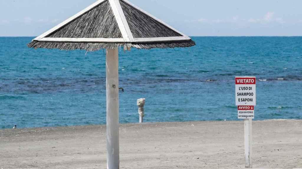 Una playa de Ostia, cerca de Roma