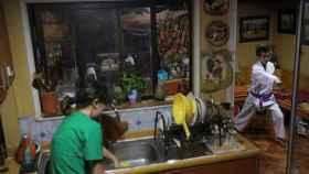 Un adolescente en cuarentena en su domicilio