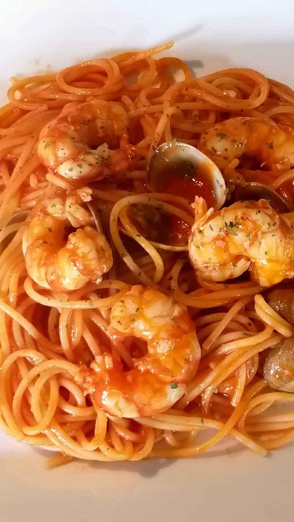 Espaguetis con gambas y almejas de Luis Larrodera.