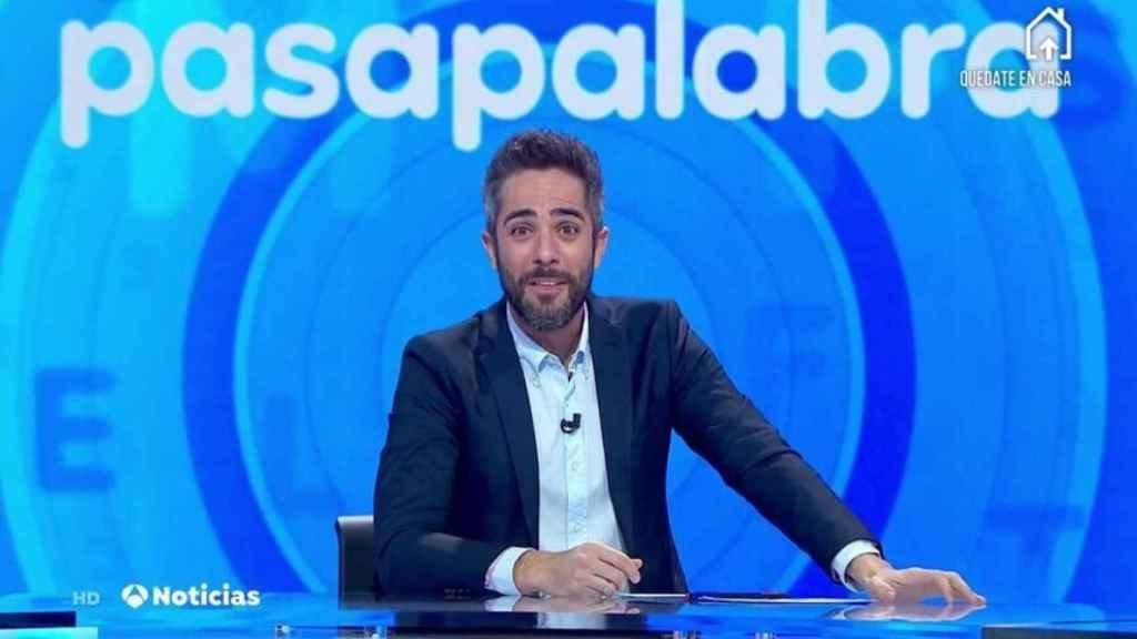 Antena 3 ya ha promocionado 'Pasapalabra' con imágenes de Roberto Leal en plató.