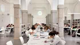 Panorámica de la biblioteca pública Benito Pérez-Galdós, en Madrid.