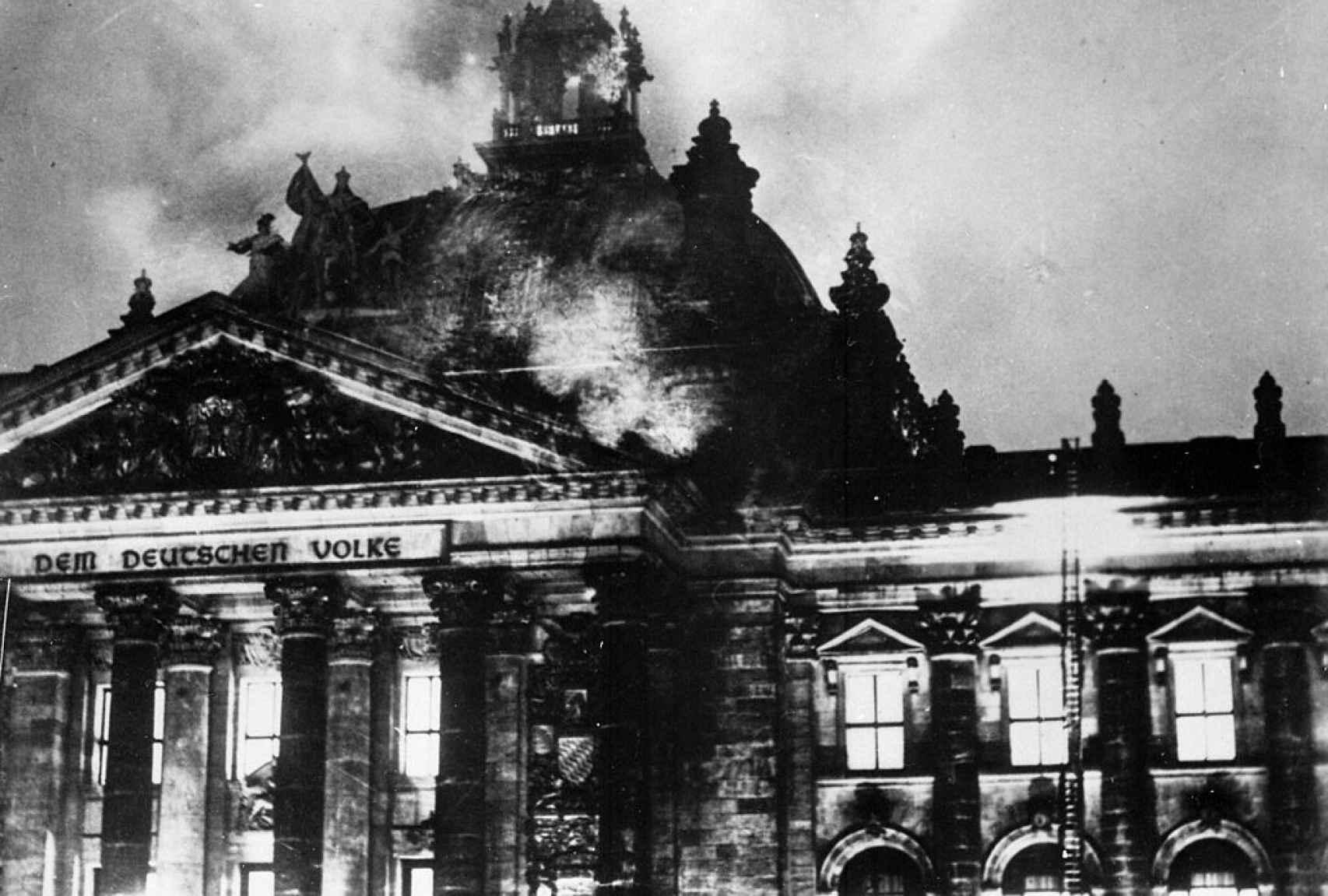 Incendio del Reicshtag el 27 de febrero e 1933.