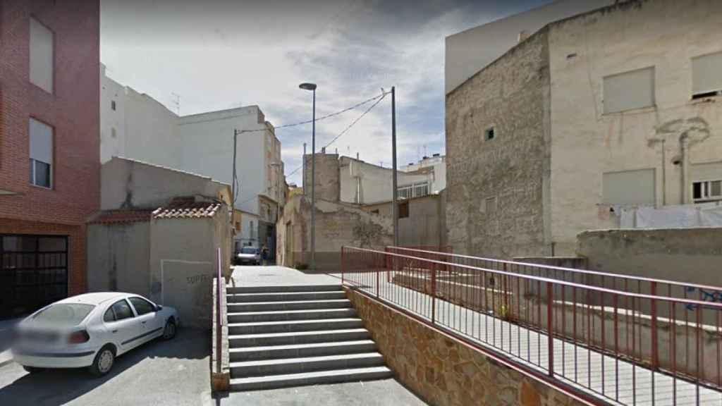 Plaza de la calle Almagro donde se produjeron los supuestos abusos sexuales sobre la menor de edad, de 14 años.
