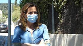 Alejandra Prat atendiendo a la prensa.