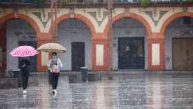 Dos mujeres este lunes en Córdoba.