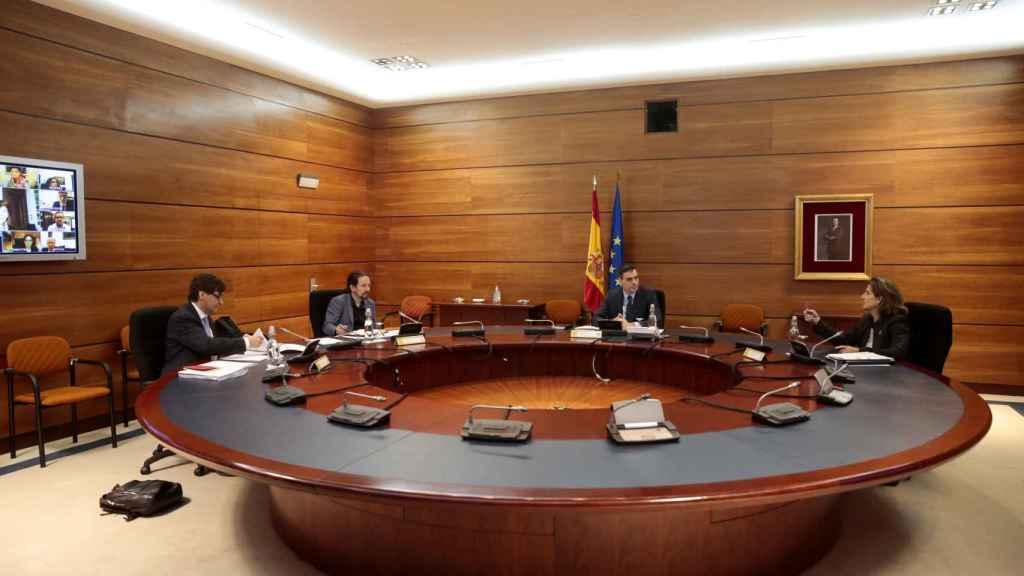 Pedro Sánchez, Teresa Ribera, Salvador Illa y Pablo Iglesias asisten al Consejo de Ministros de manera presencial.