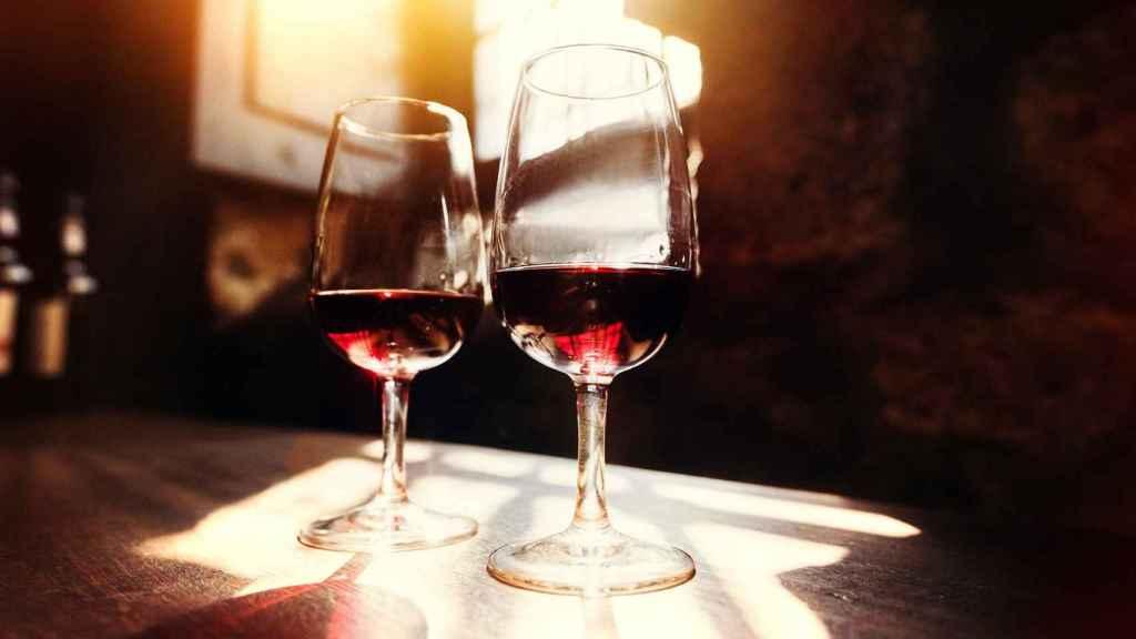 Dos copas de vino durante la cuarentena.