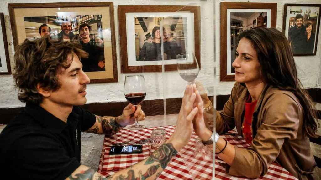 Así han abierto algunos restaurantes en Italia.