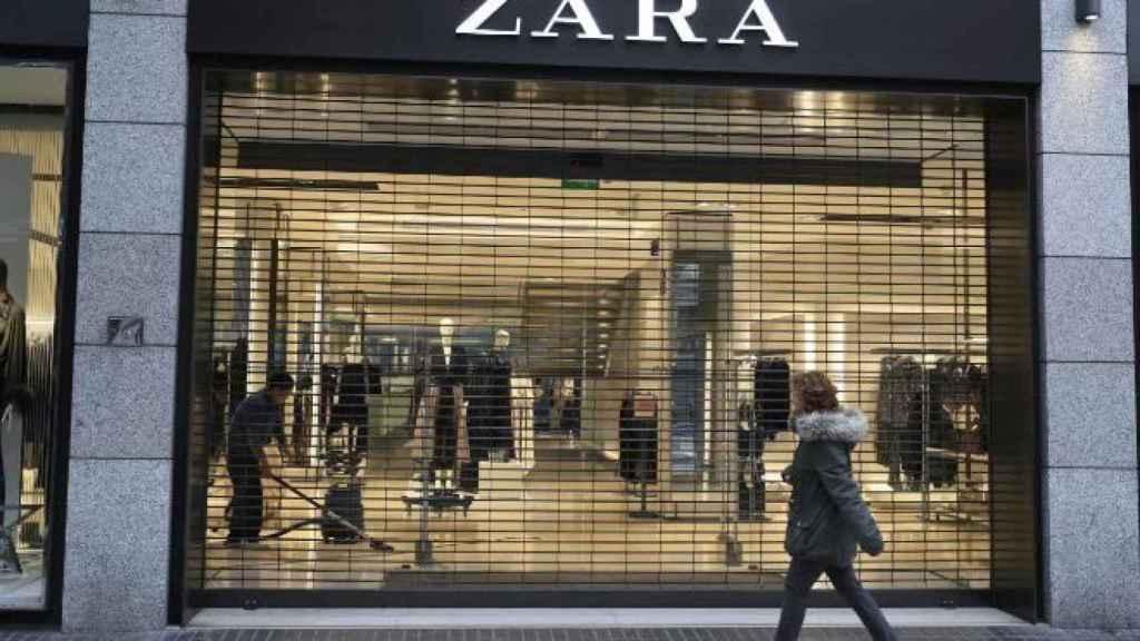 Una tienda de Zara cerrada horas antes de que se decretara el estado de alarma.
