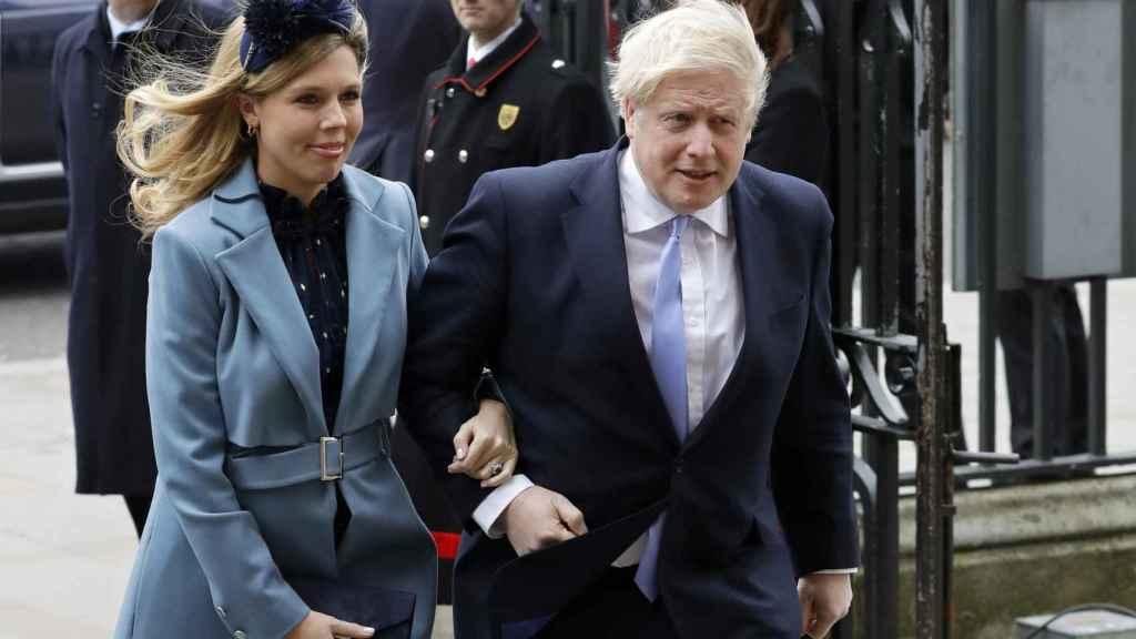 Boris Johnson y su pareja Carrie Symonds en una imagen de archivo.