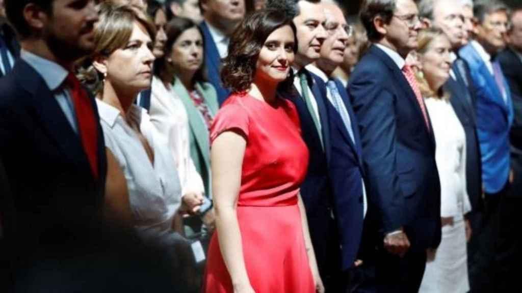Pablo Casado (i) con Isabel Díaz Ayuso (c) y Juanma Moreno, entre otros.