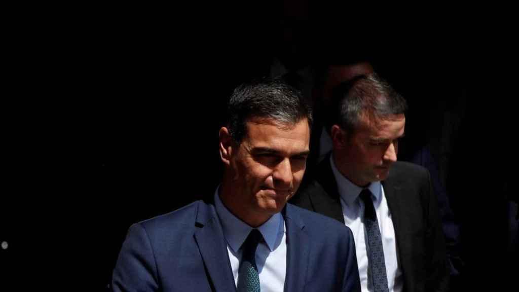 Pedro Sánchez e Iván Redondo, saliendo del Congreso de los Diputados.