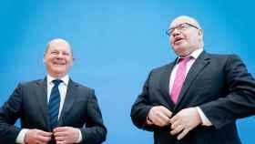 Olaf Scholz y Peter Altmaier, ministros de Finanzas y Economía y Energía de Alemania.