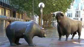 Los alcistas representados por el toro y los bajistas representados por el oso