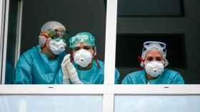 Varios sanitarios con protección EPI. Oscar J. Barroso / Europa Press