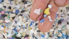 Detectan por primera vez microplásticos en un lago de agua dulce del Ártico.