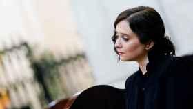 La presidenta de la Comunidad de Madrid, Isabel Díaz Ayuso, en la misa por los fallecidos en la Almudena.