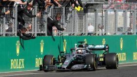 Hamilton tras ganar en el GP de Hungría el año pasado